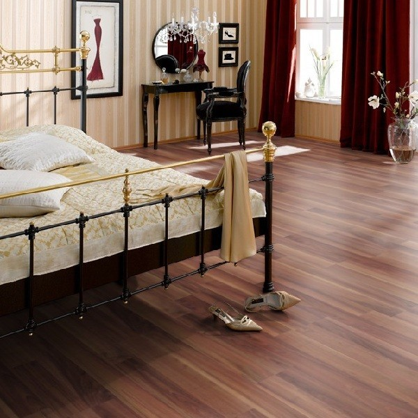 ter h rne laminat zwetschge violettrot 2 stab charm line 30 m angebote laminat. Black Bedroom Furniture Sets. Home Design Ideas