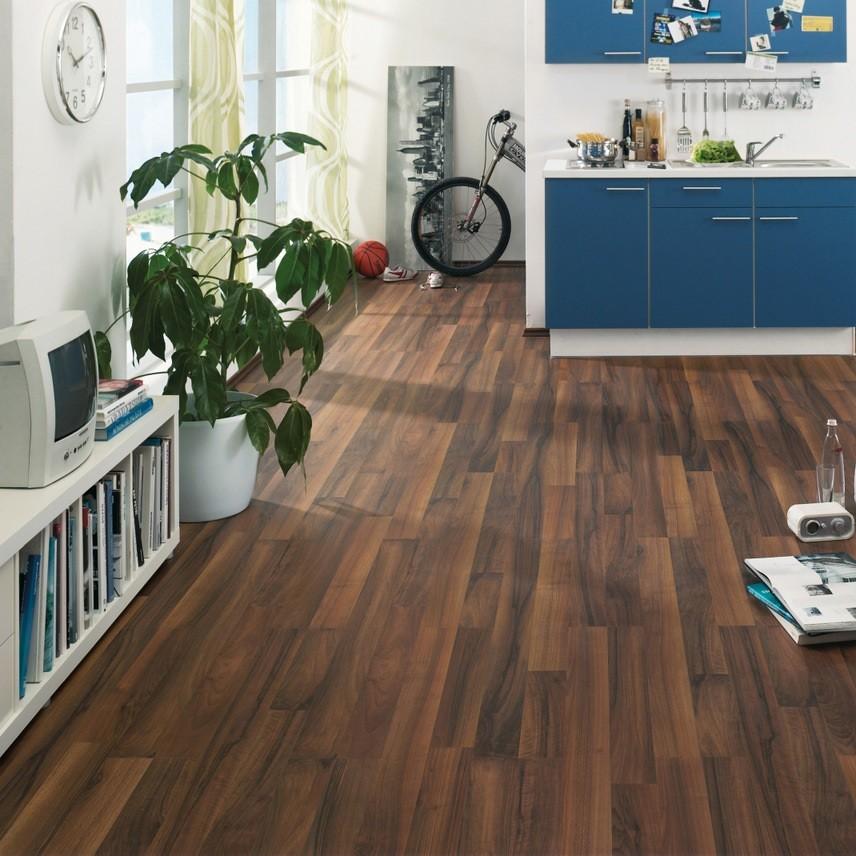 laminat nussbaum pore 2 stab haro. Black Bedroom Furniture Sets. Home Design Ideas