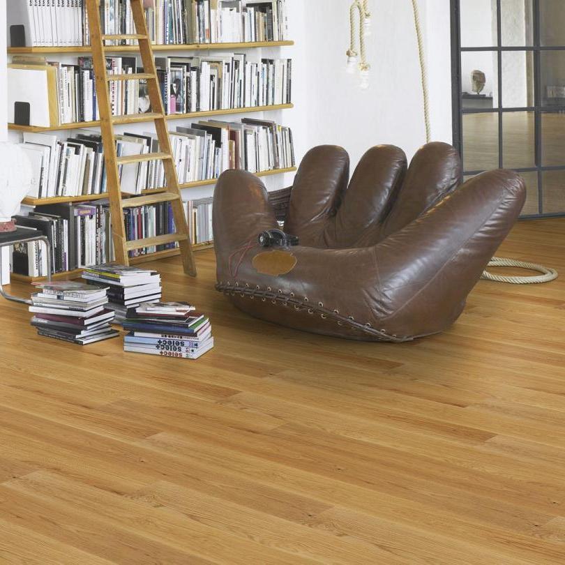 parkett eiche natur mattlackiert landhausdiele mit v fuge fertig parkett parkett dielen. Black Bedroom Furniture Sets. Home Design Ideas