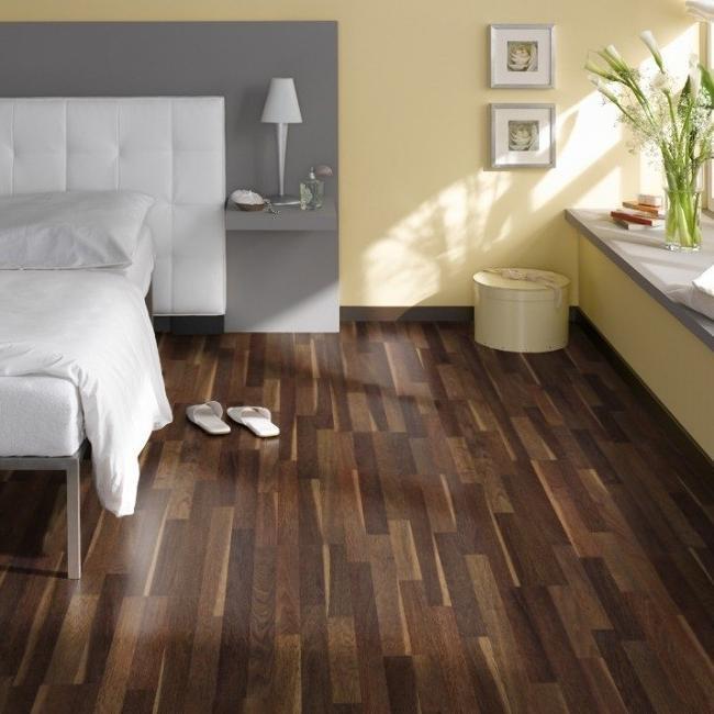 laminat eiche splintbraun schiffsboden ter h rne. Black Bedroom Furniture Sets. Home Design Ideas